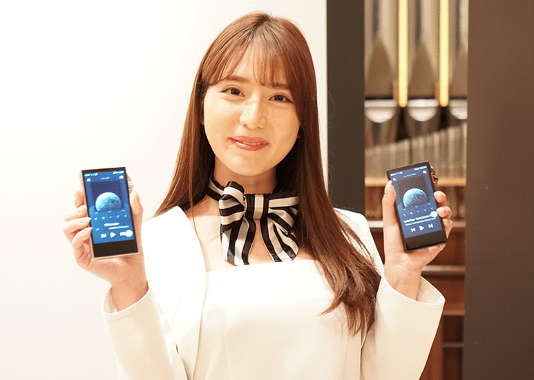 Japanese model with Astell&Kern SA700